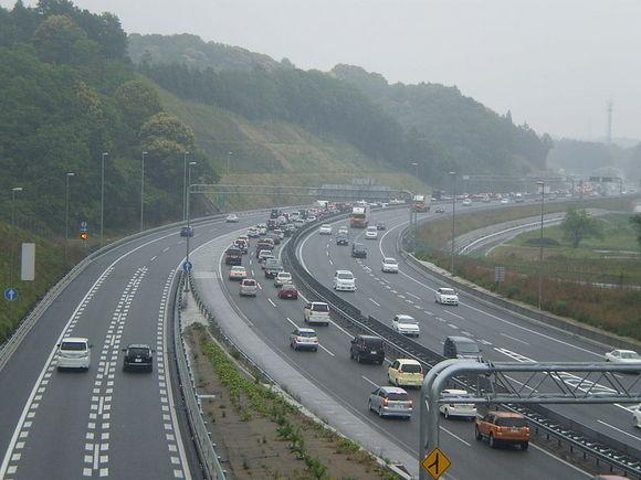 800px-Higashi-Meihan_Expressway01.jpg